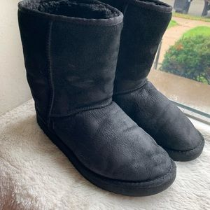 UGG Black  sheepskin boots sz 10